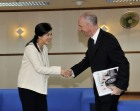 Mark meets Yingluck